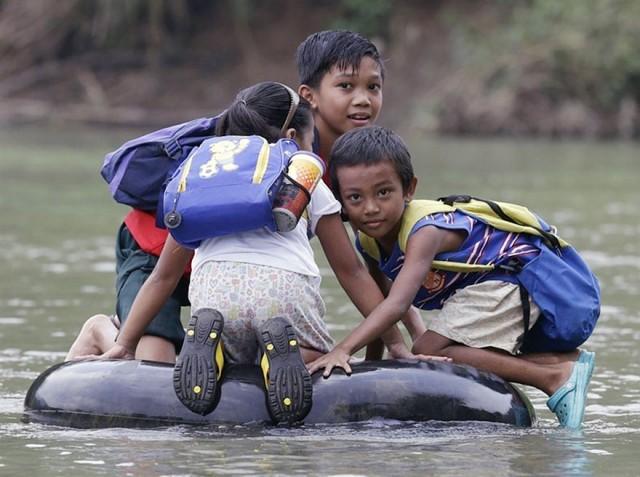 00-dangerous-and-unusual-journeys-to-school