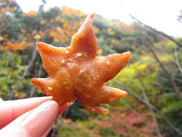 01-fried-maple-leaf-tempura