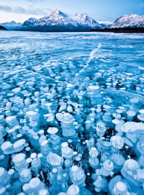 02-breathtaking-frozen-lakes-and-ponds