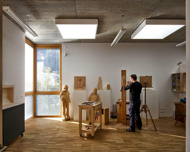 11-wood-sculptures-by-peter-demetz